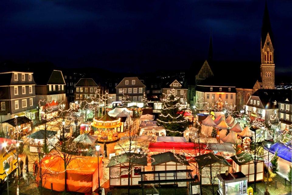 historischer weihnachtsmarkt auf dem marktplatz. Black Bedroom Furniture Sets. Home Design Ideas