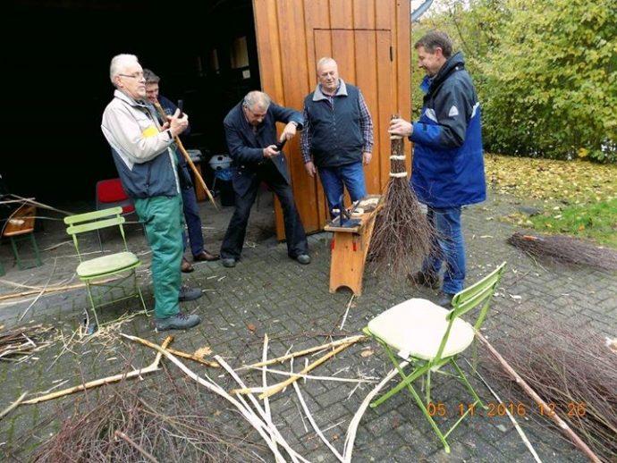 Reisigbesen binden - Alte Handwerkstechnik neu erlernen
