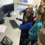 Grundschüler gehen auf (Bigge) Energie-Expedition