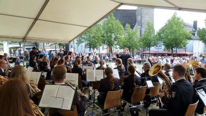 Marschrevue Olpe Marktplatz - Musikzug Olpe