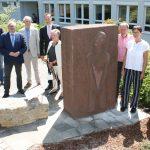Gedenkstein am WBZ Olpe neu aufgestellt