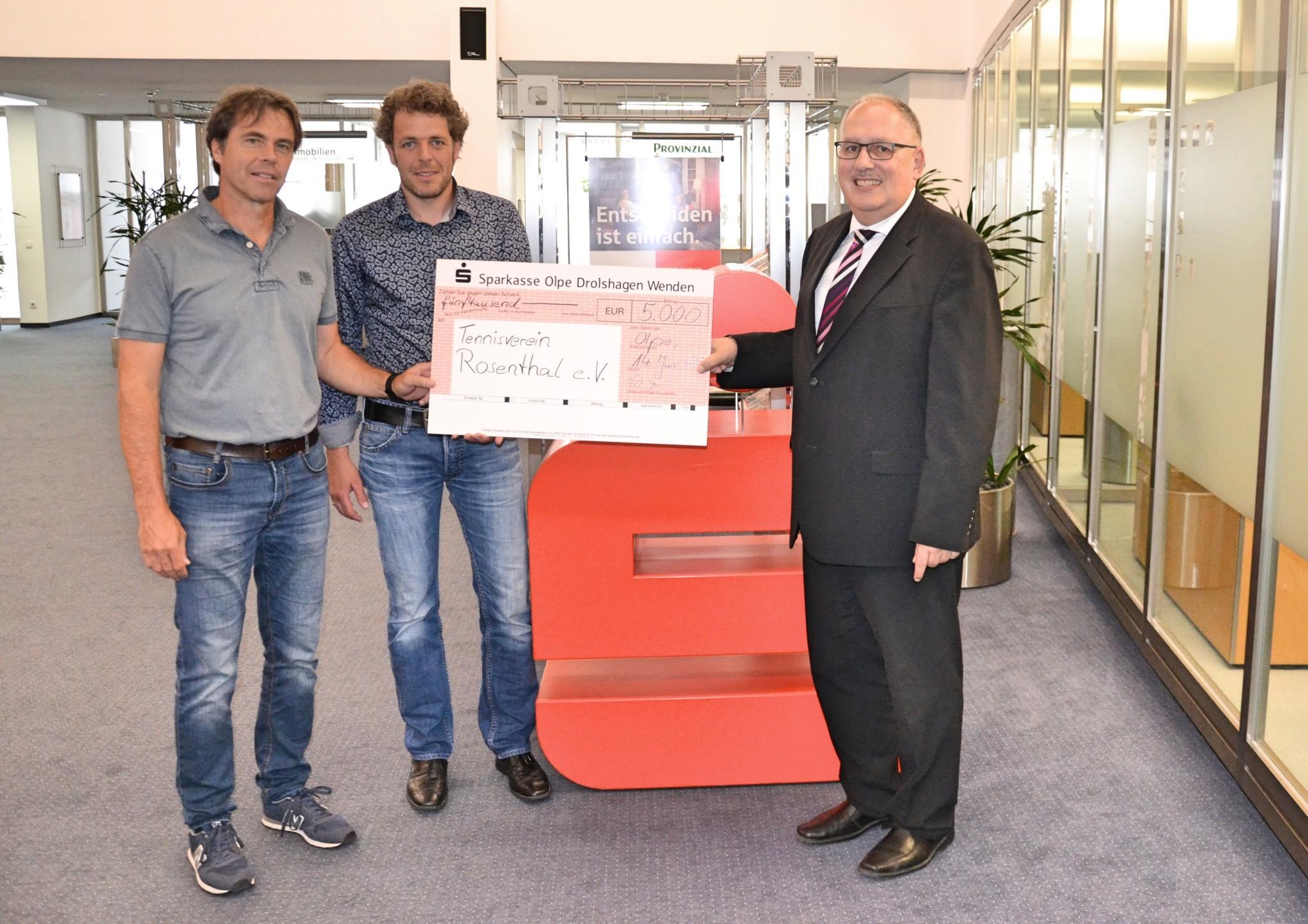 5.000 Euro für Clubhaus-Sanierung des Tennisvereins Rosenthal