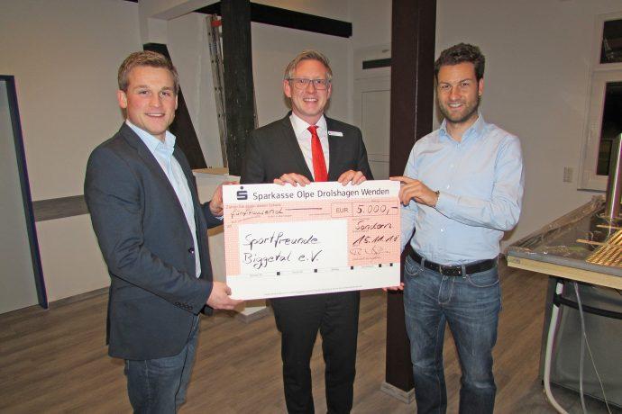 Sparkassen-Spende für Clubhaus der Sportfreunde Biggetal 2018