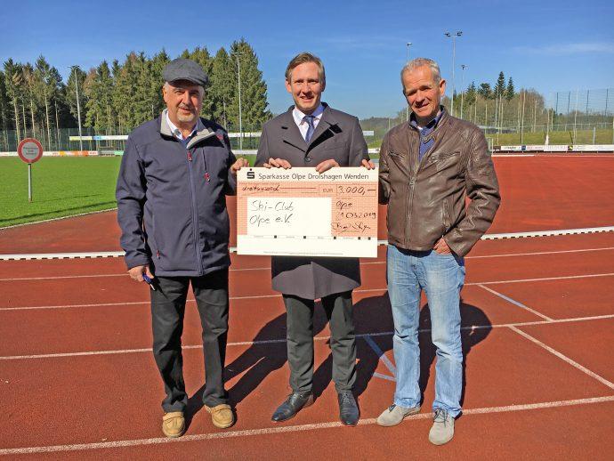 Sparkasse Olpe Spendenübergabe Skiclub Olpe
