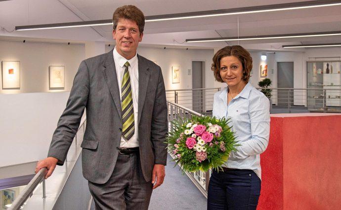 25-jähriges Dienstjubiläum Kafiye Koc - Sparkasse Olpe-Drolshagen-Wenden