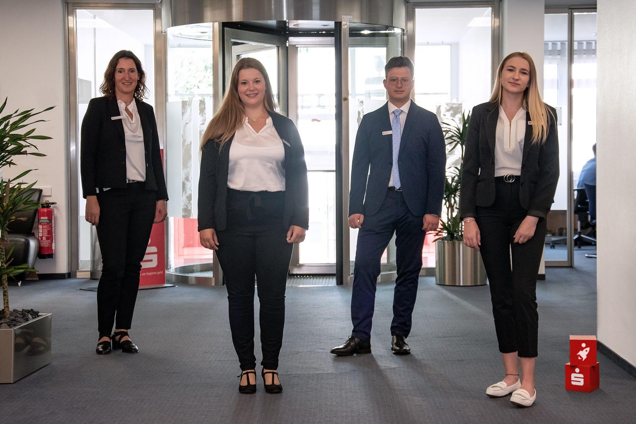 Berufsstart für drei Auszubildende in der Sparkasse Olpe-Drolshagen-Wenden