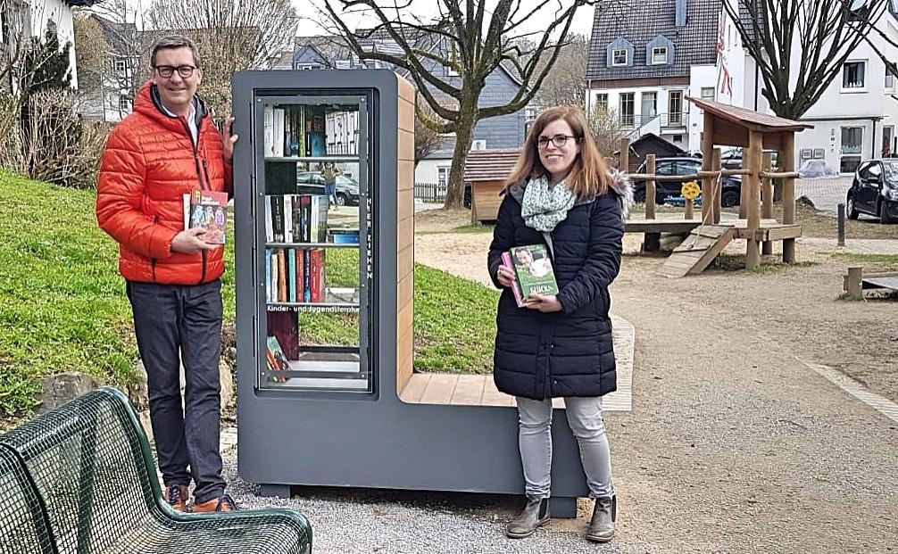 Öffentlicher Bücherschrank im Weierhohl aufgestellt
