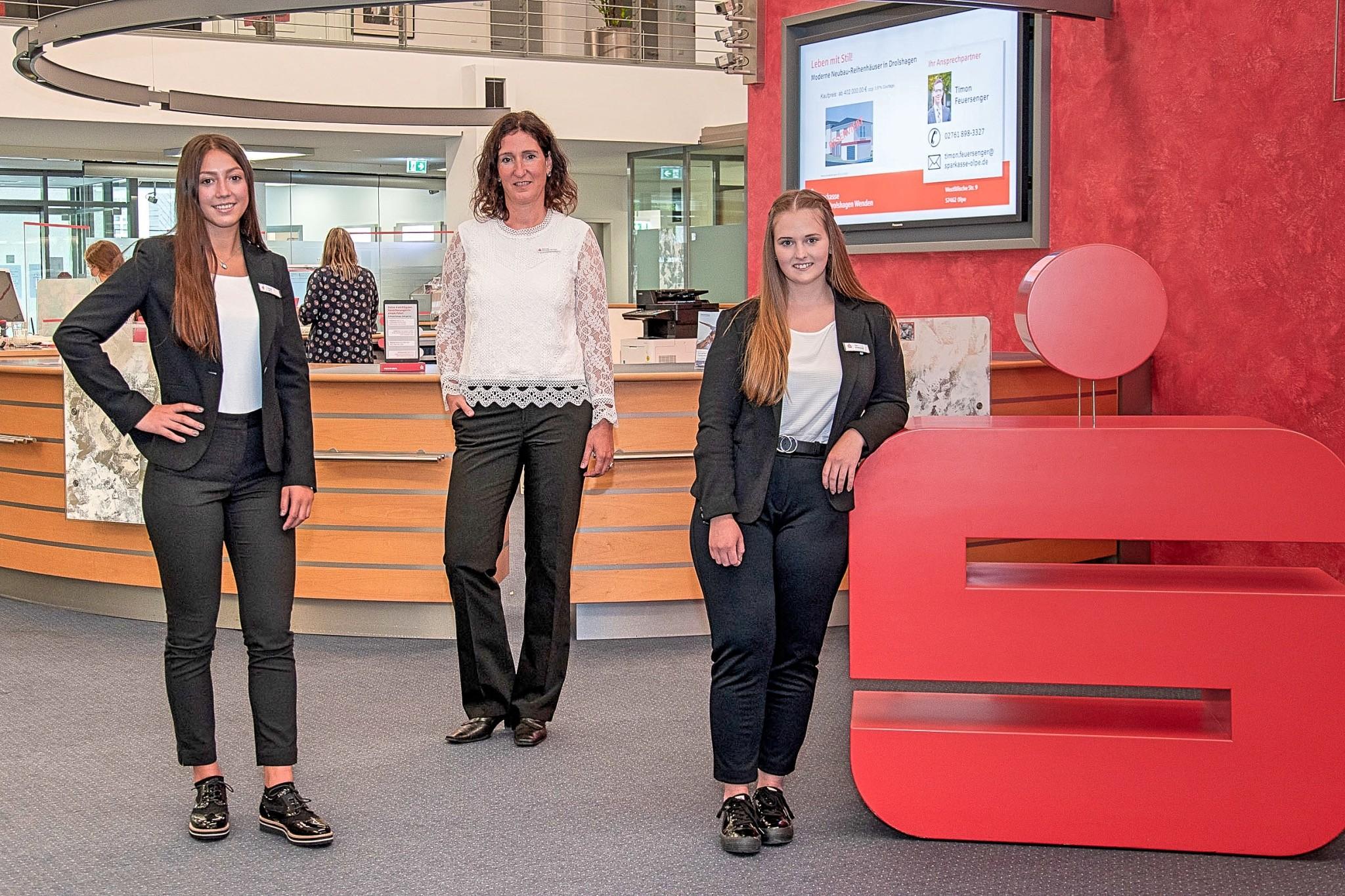 Start ins Berufsleben: Zwei neue Auszubildende in der Sparkasse Olpe-Drolshagen-Wenden