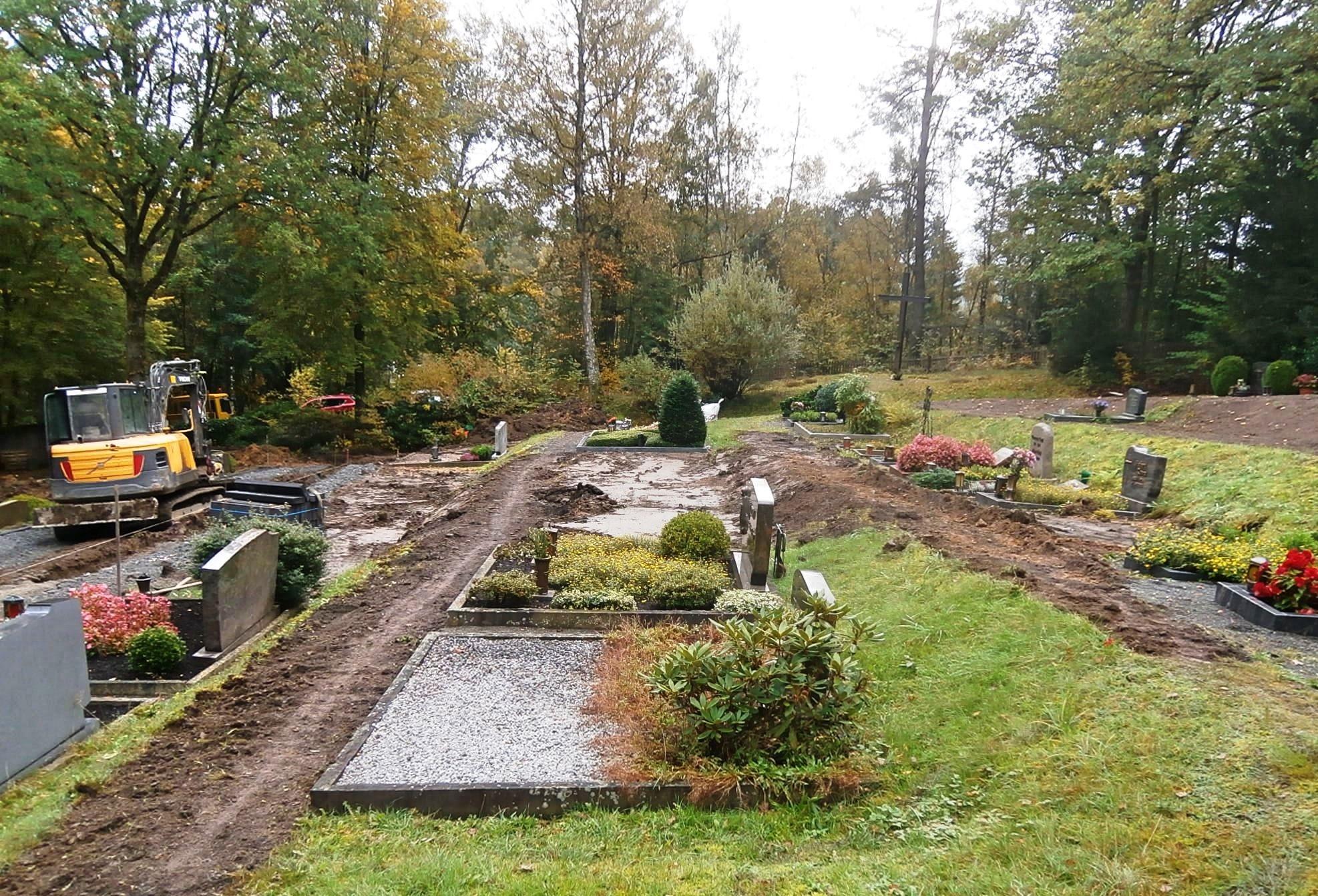 Unterhaltungs- und Wegebauarbeiten auf dem Friedhof in Olpe-Sondern